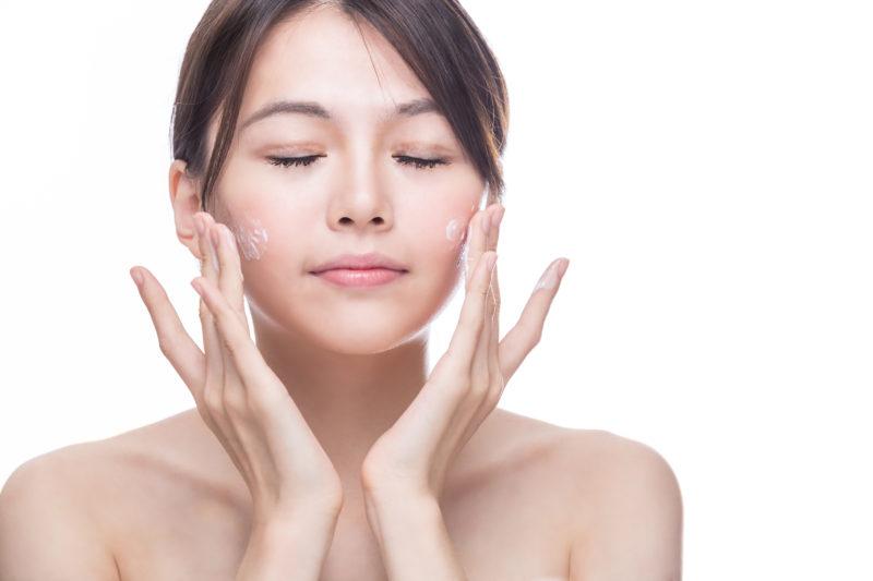 asian-woman-washing-face