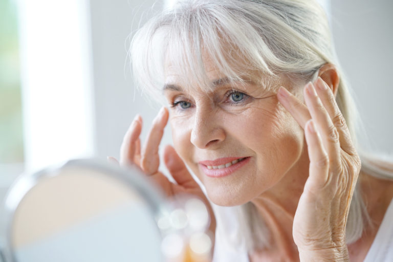 10 Best Moisturizers for Aging Skin over 60 (Updated 2020)